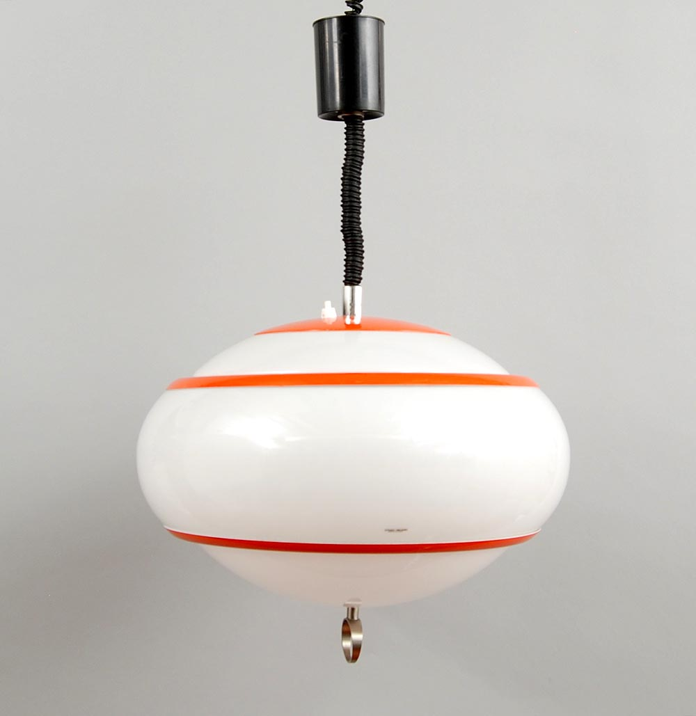 Botterweg Auctions Amsterdam > Plastic in height adjustable hanging