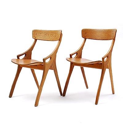 botterweg auctions amsterdam twee houten eetkamerstoelen met plywood zitting ontwerp arne hovmand olsen 1960 uitvoering mogens kold denemarken